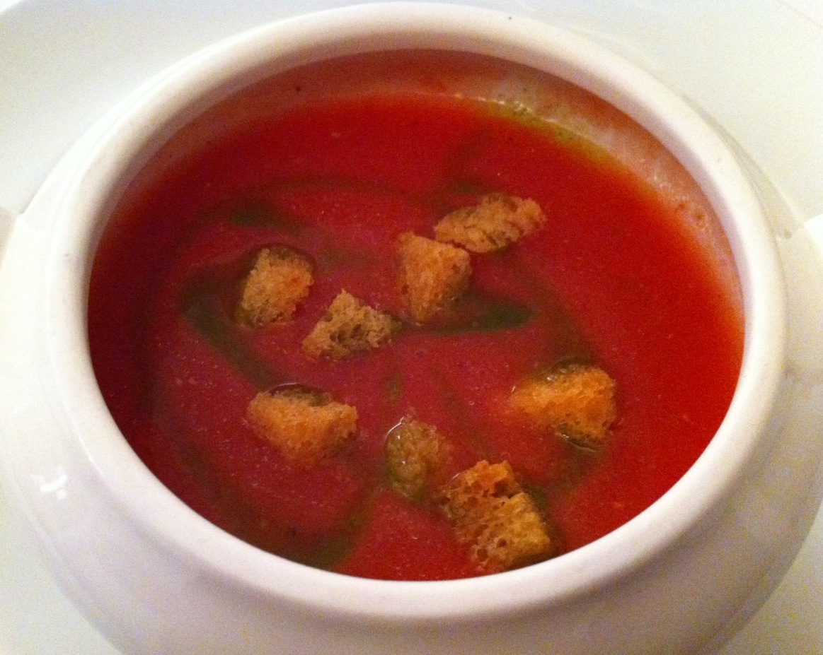 Restaurante La Pitanza Gazpacho de tomate raff y fresas